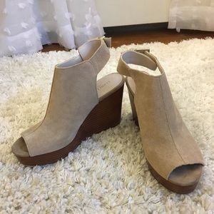 ✨NEW✨ Kenneth Cole Octavia Suede Peep Toe Wedges